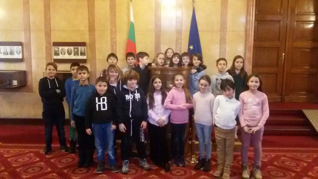 Tретокласнците от 7 СУ посетиха Народното събрание