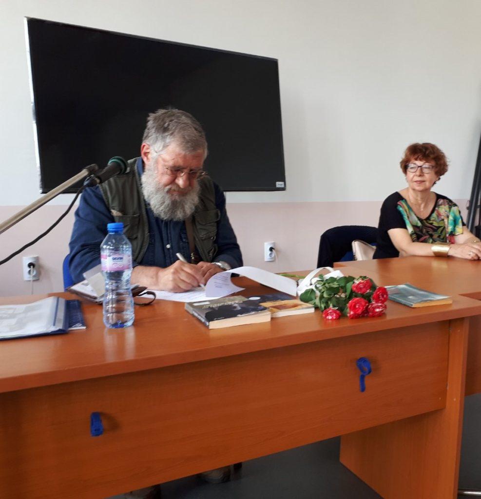 Библиотеките като образователна среда – Деян Енев гостува в 7. СУ